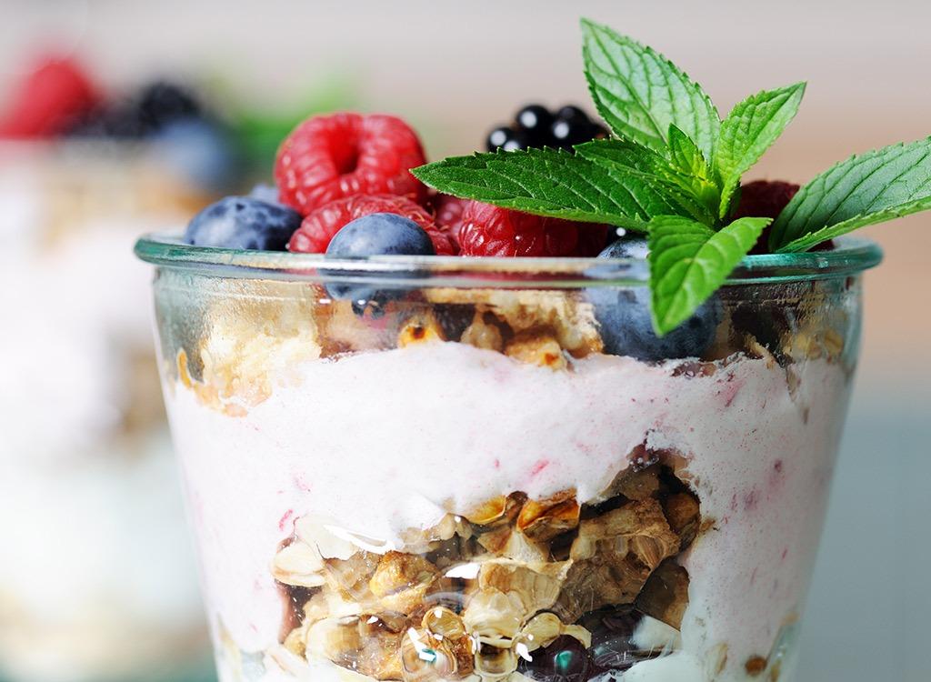 quick high-protein breakfasts apple cinnamon yogurt parfait-