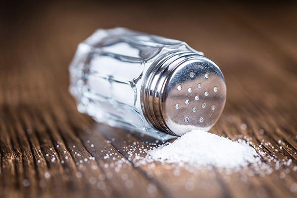 Salt shaker spill