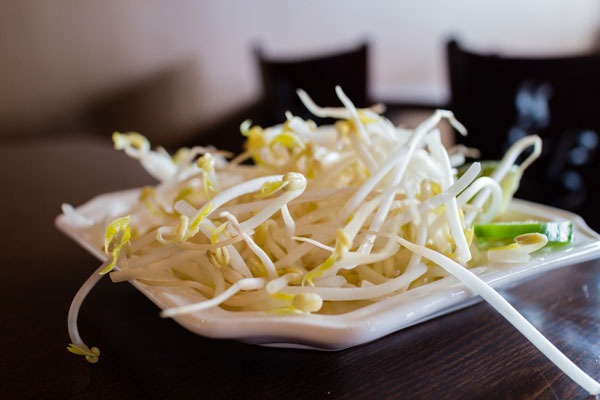 Bean sprouts on plate- pho