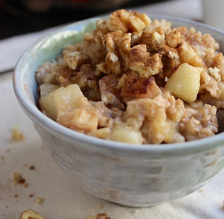 healthy dessert recipes - overnight slow cooker cinnamon apple oatmeal