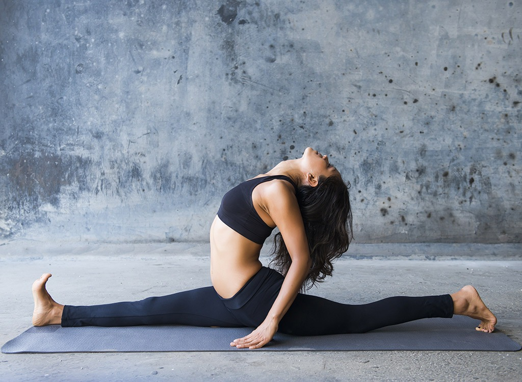 woman yoga splits