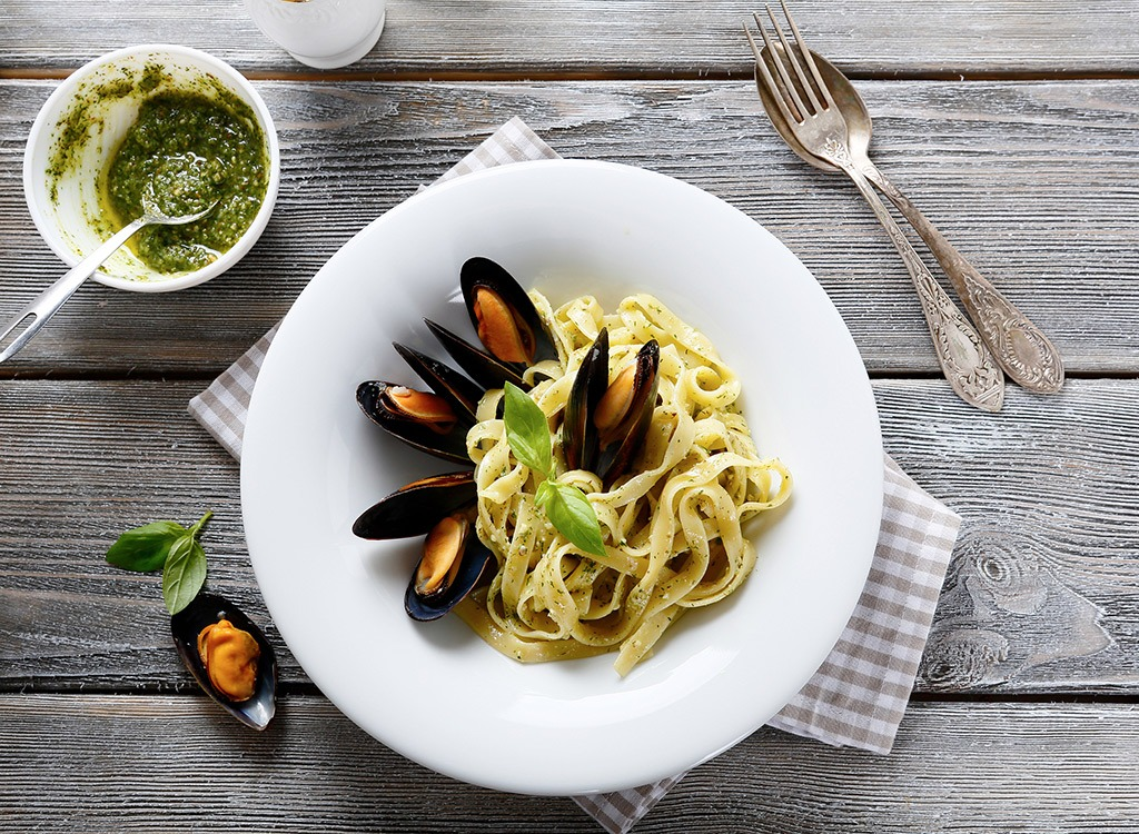 pasta with mussels - best cheat meal on cheat day