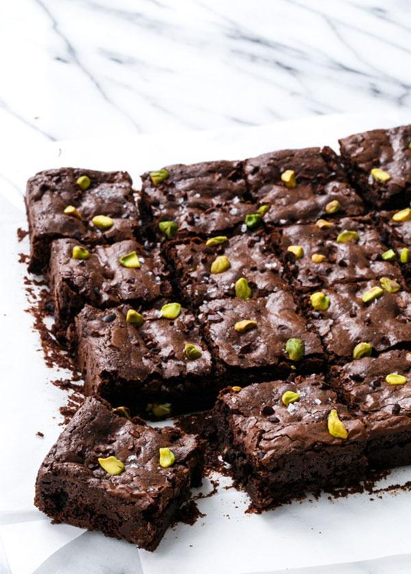 olive oil & pistachio brownies