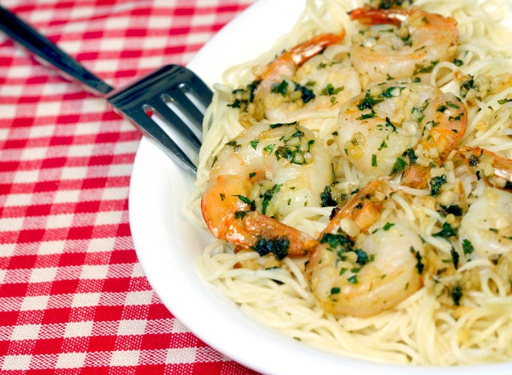 plate of shrimp scampi