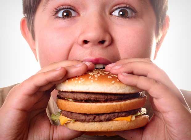 Kid eating burger
