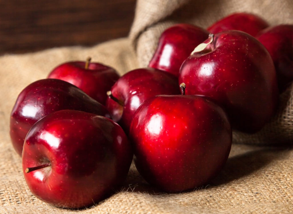 Red delicious apples - foods that make you poop