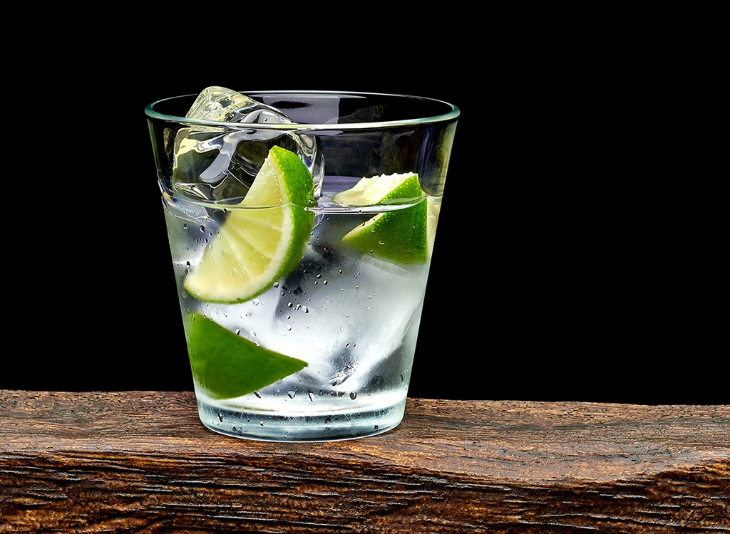 Gin tonic limes