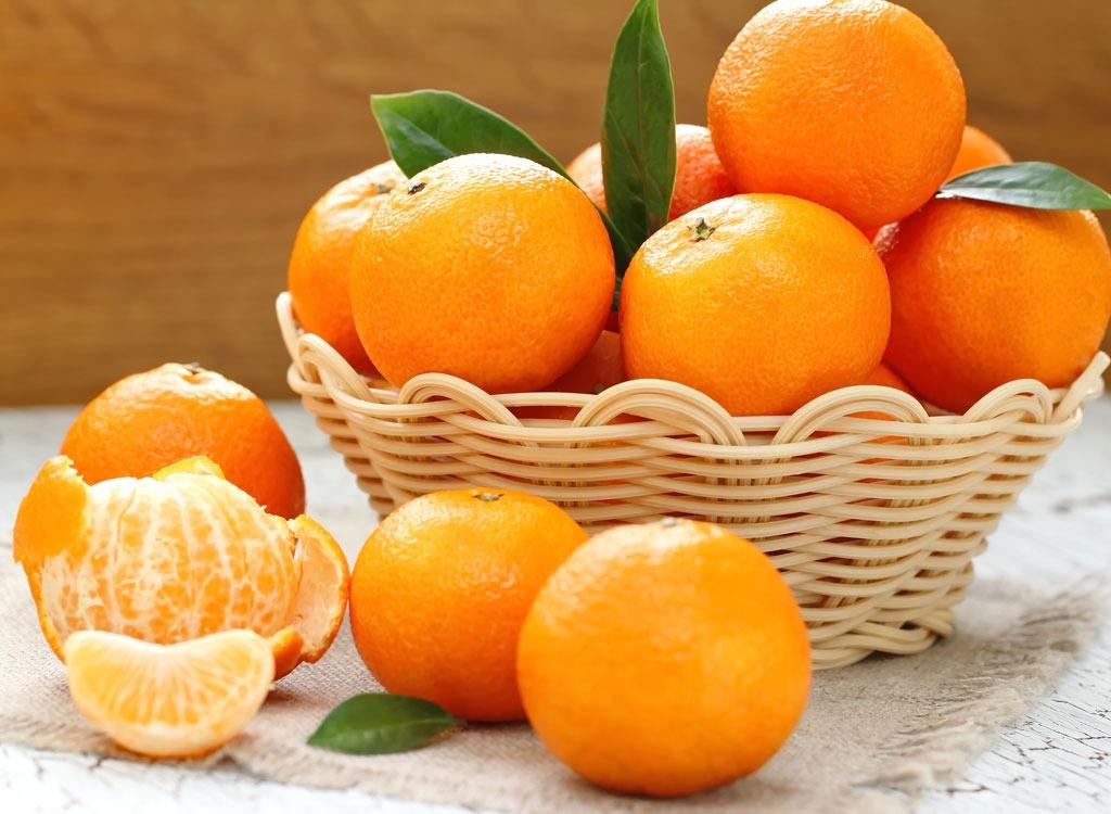 Tangerines in a basket - foods that make you poop