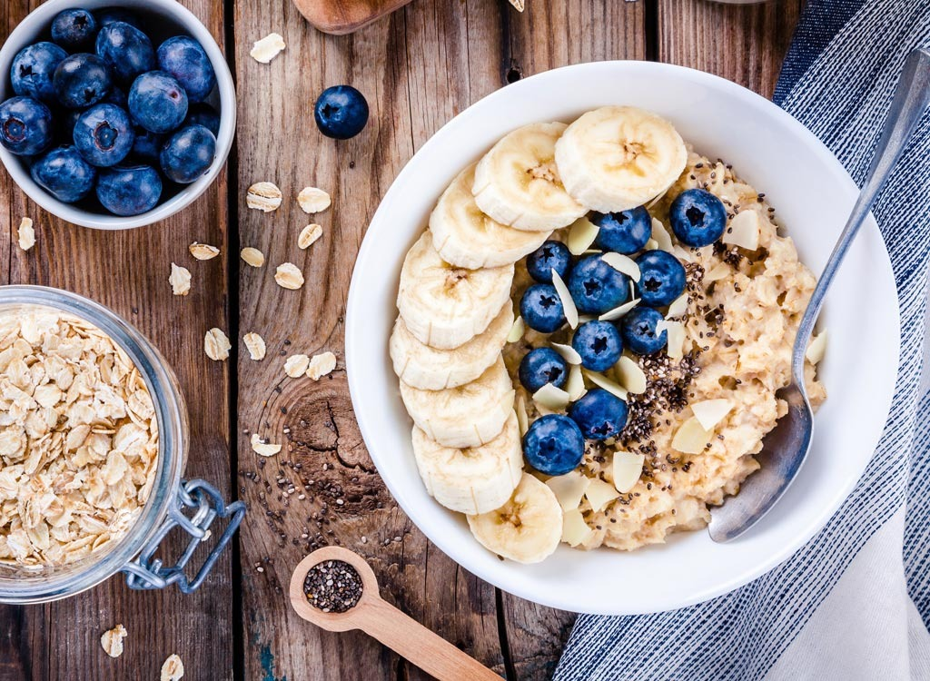Oatmeal bowl - healthy breakfast for weight loss