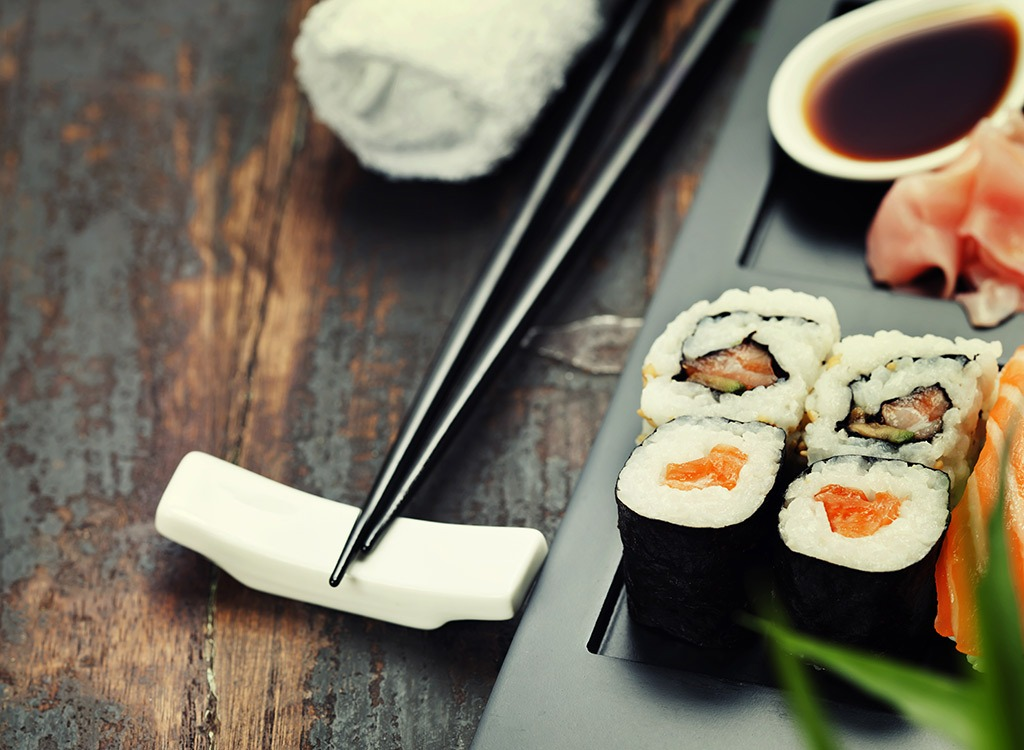 tuna sushi with ginger