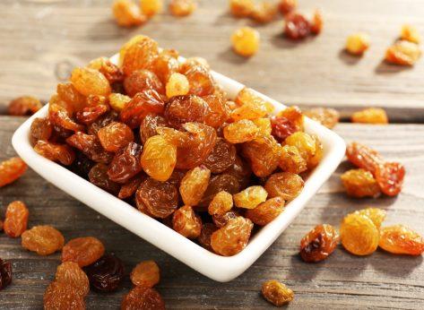 Dried yellow raisins