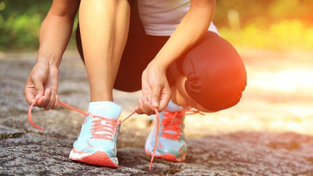 Tie running shoes